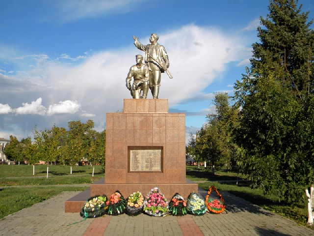 Россия достопримечательности и города Памятник в парке города Богучар ВОРОН